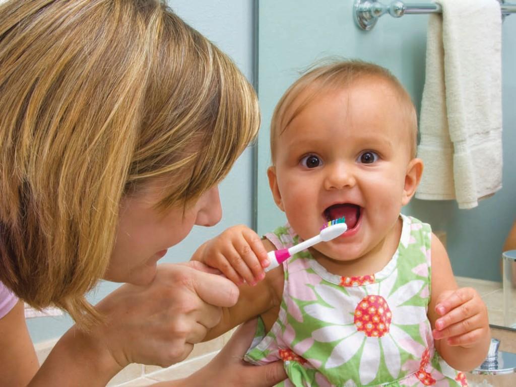 Как ухаживать за молочными зубами