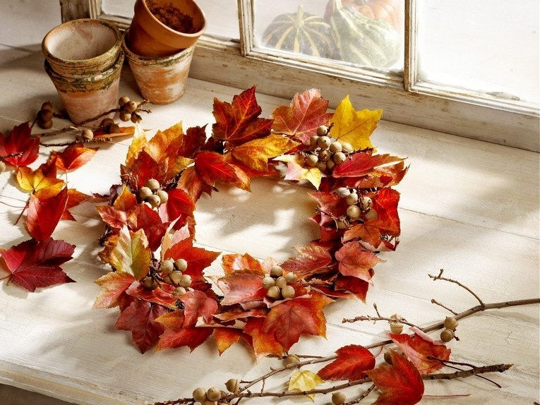 Венок из осенних листьев