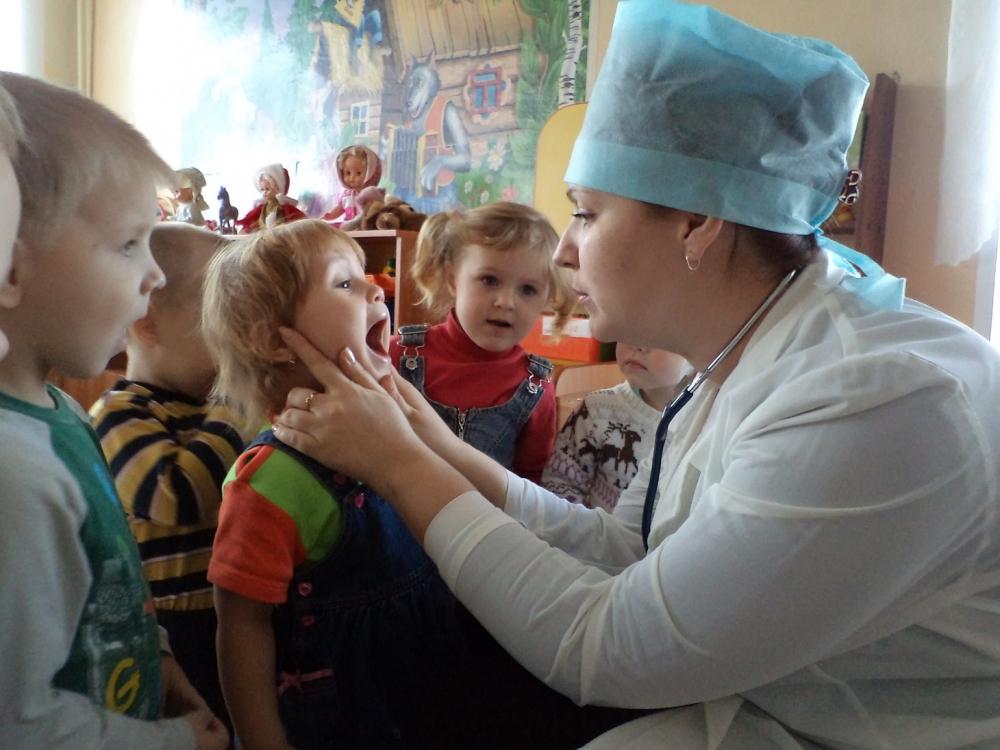 medik-v-detskom-sadu